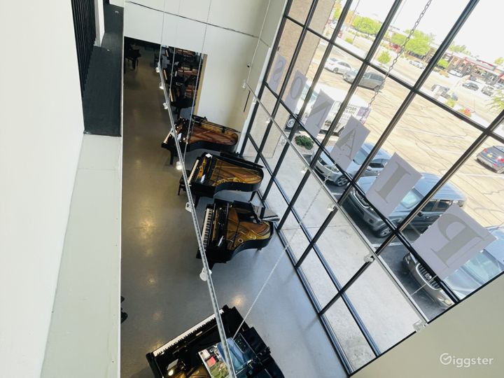Spacious, light-filled, luxury piano store, Tempe Photo 2