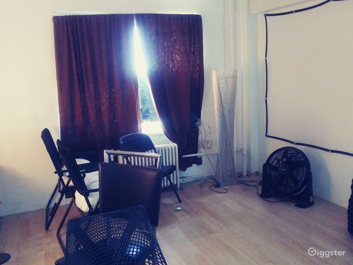 Spacious apartment space with extra room for event