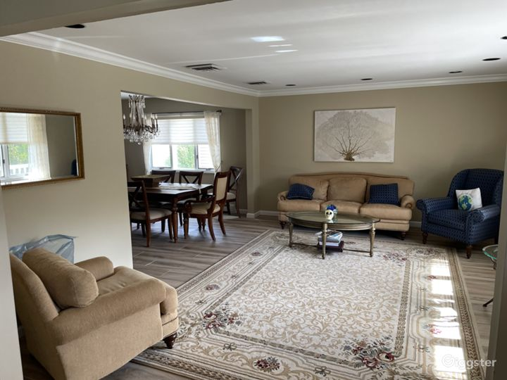 Residential Home in Anywhere, USA Photo 3