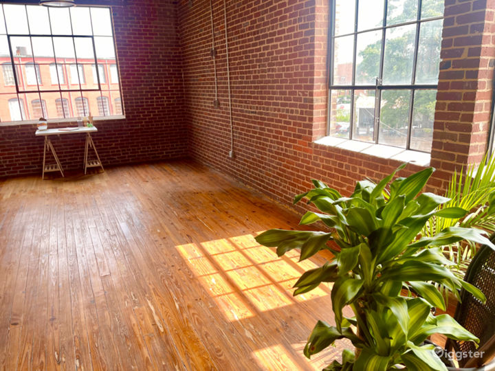 Large, Exposed Brick, Natural Light Studio