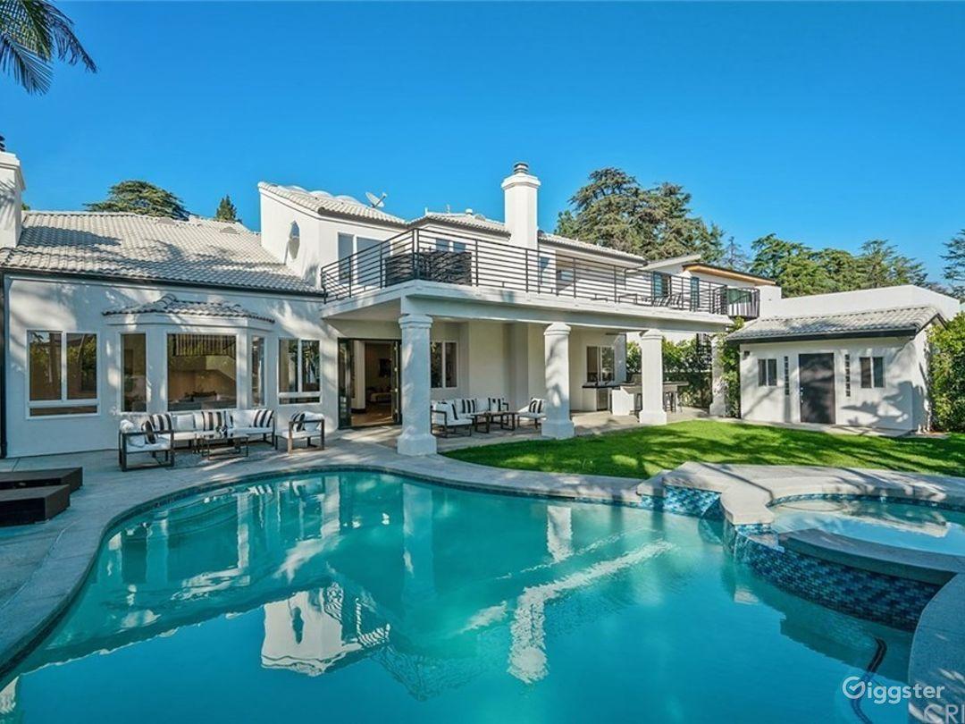 Sleek Mansion Estate Photo 1