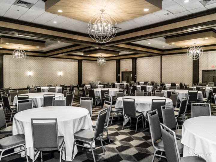 Fisher Ballroom for Up to 600 Guests Photo 2