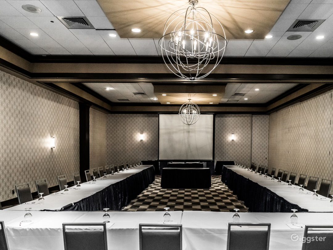 Fisher Ballroom for Up to 600 Guests Photo 1