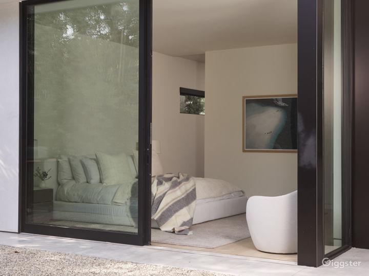 Modern Beach House in Studio City Photo 2