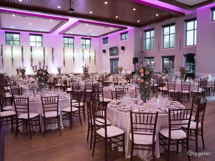 Amazing Hall with White Wall Accent and 20′ ceilings Photo 5
