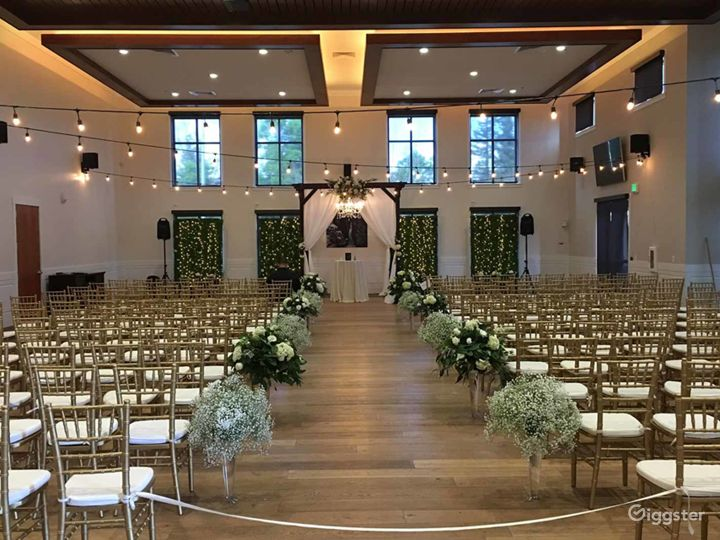 Amazing Hall with White Wall Accent and 20′ ceilings Photo 3