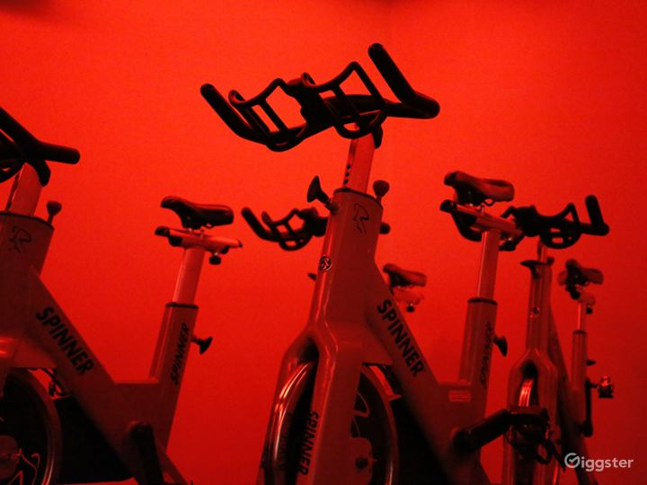 Extreme Spinning Room in Financial District Photo 5