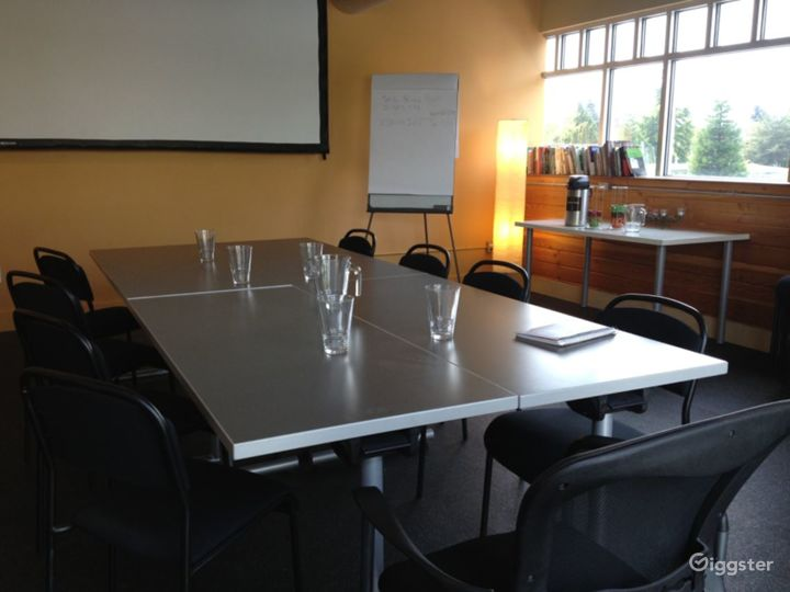 Large Meeting Room with a Private Deck Photo 4