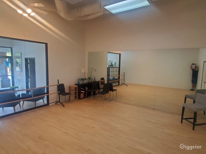 Spacious Studio Space Photo 4