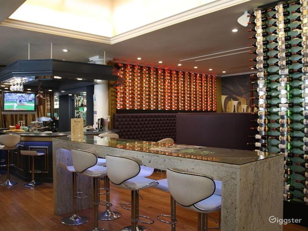 Cozy Bar & Cafe in LA Photo 1
