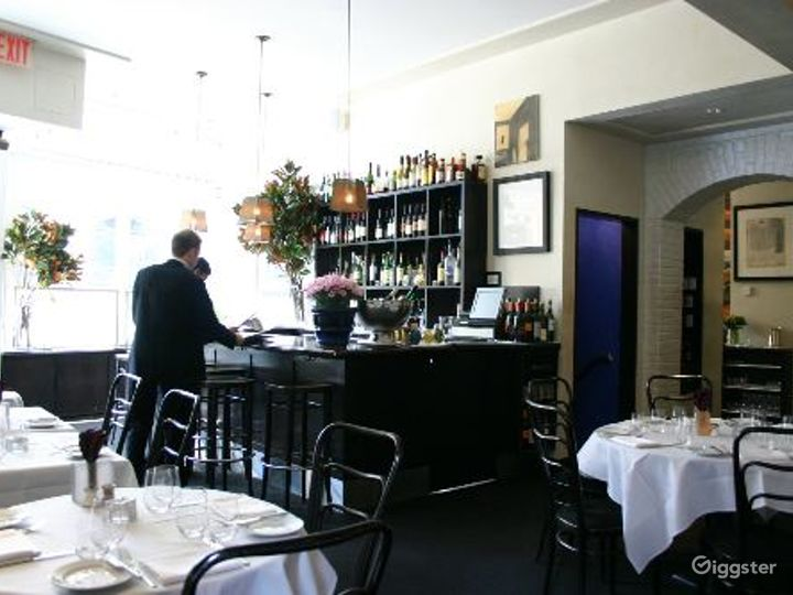 Upscale restaurant and bar: Location 4113 Photo 2