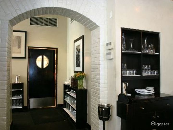 Upscale restaurant and bar: Location 4113 Photo 4