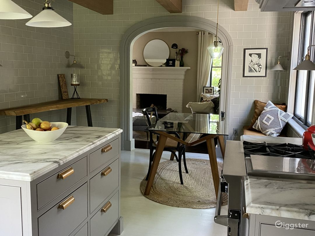 Kitchen designed by Jordan Ross, photographs beautifully and has great lighting. Perfect for photoshoot or video shoot