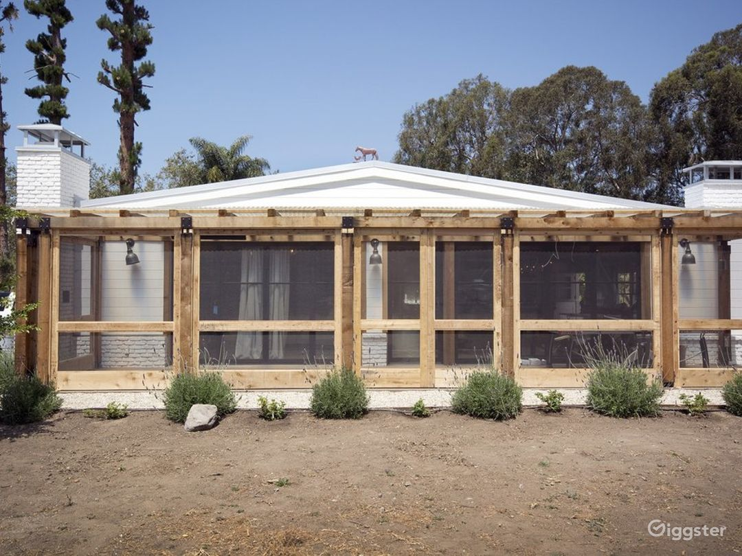 Mid-Century Modern Malibu Ranch Photo 4