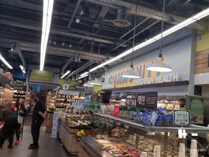 Spacious Health Food Store Perfect for Photoshoots and Productions in La Brea – Los Angeles Photo 3