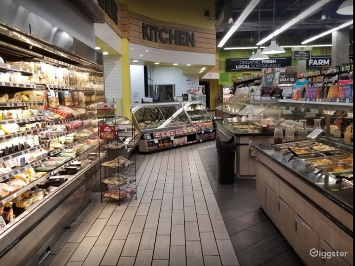 Spacious Health Food Store Perfect for Photoshoots and Productions in La Brea – Los Angeles Photo 4