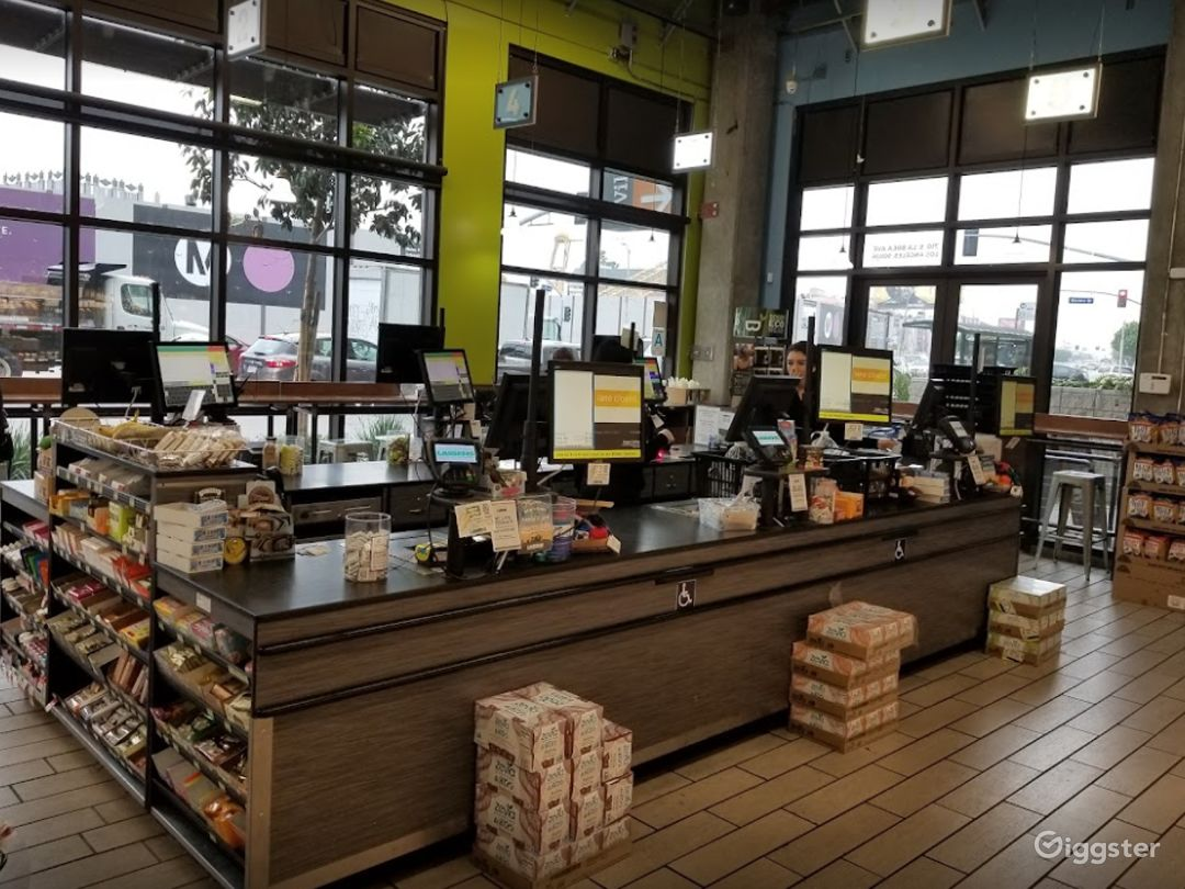 Spacious Health Food Store Perfect for Photoshoots and Productions in La Brea – Los Angeles Photo 1