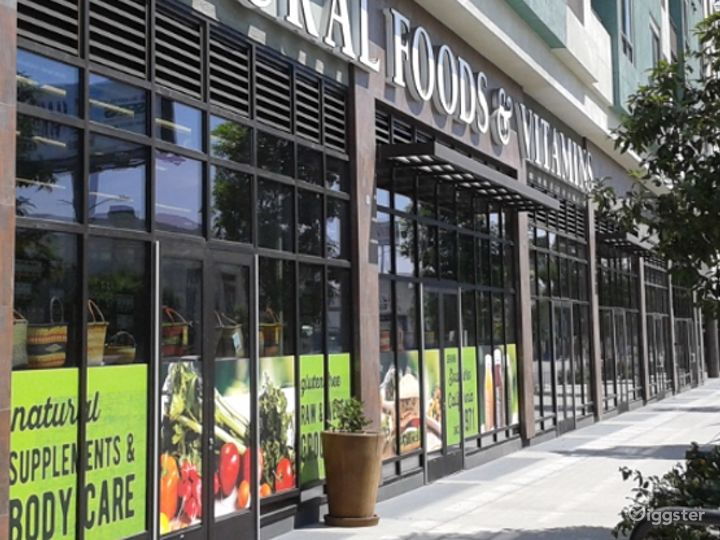 Spacious Health Food Store Perfect for Photoshoots and Productions in La Brea – Los Angeles Photo 2