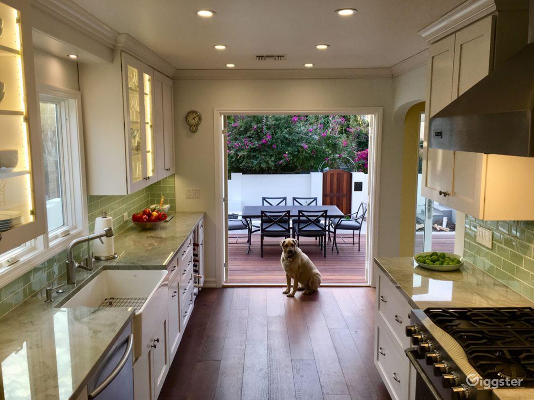 Hollywood bungalow, new kitchen, large courtyard Photo 4