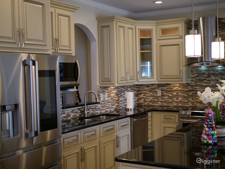 BEAUTIFUL WOOD    KITCHEN CABINETS WITH               GRANITE
