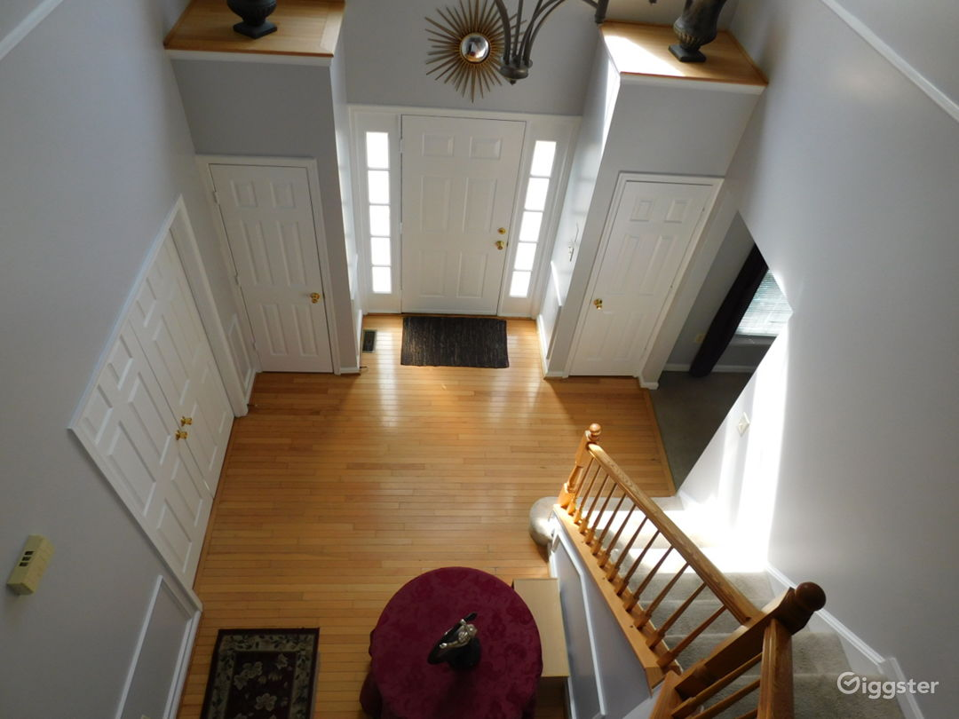 12 Room Colonial in DMV - Perfect Background  Photo 3