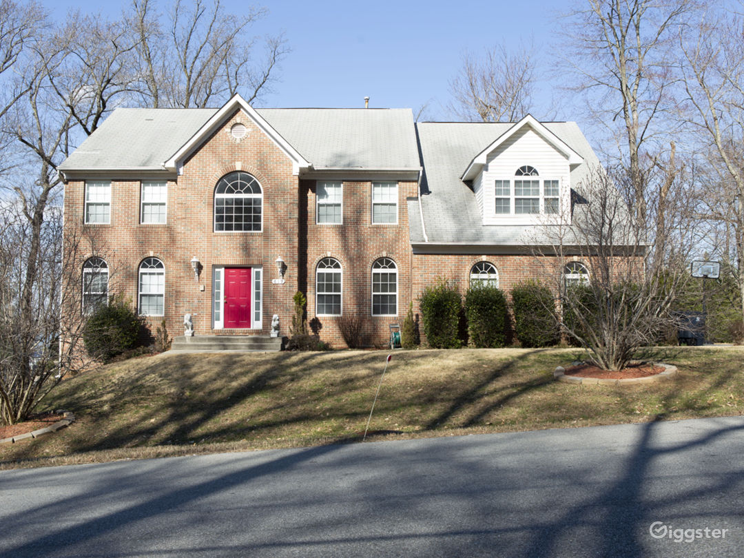 12 Room Colonial in DMV - Perfect Background  Photo 1