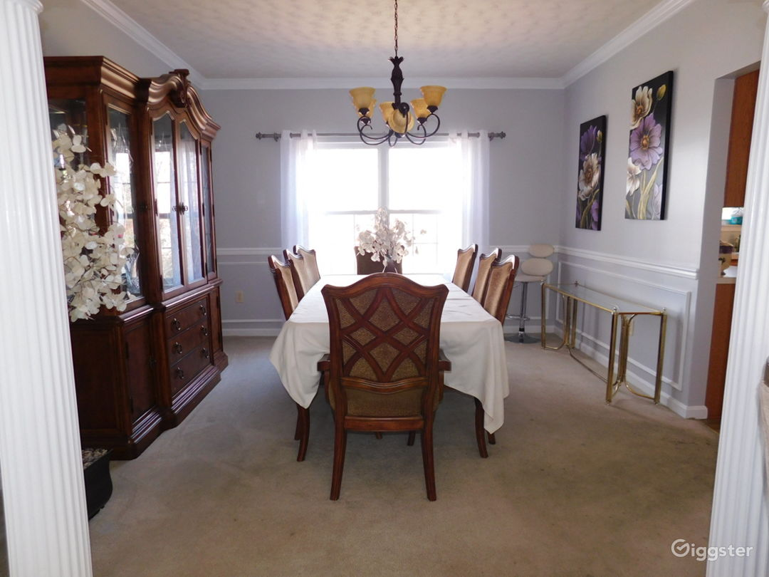 12 Room Colonial in DMV - Perfect Background  Photo 4