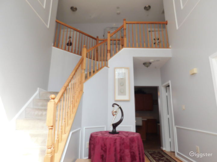 Large, Upscale Home -  Great Value! Photo 4
