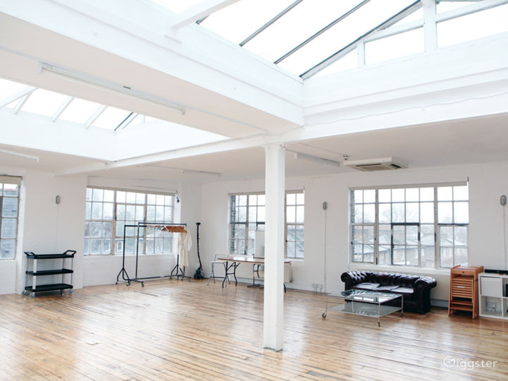 A Daylight & Blackout Photographic Studio Photo 3