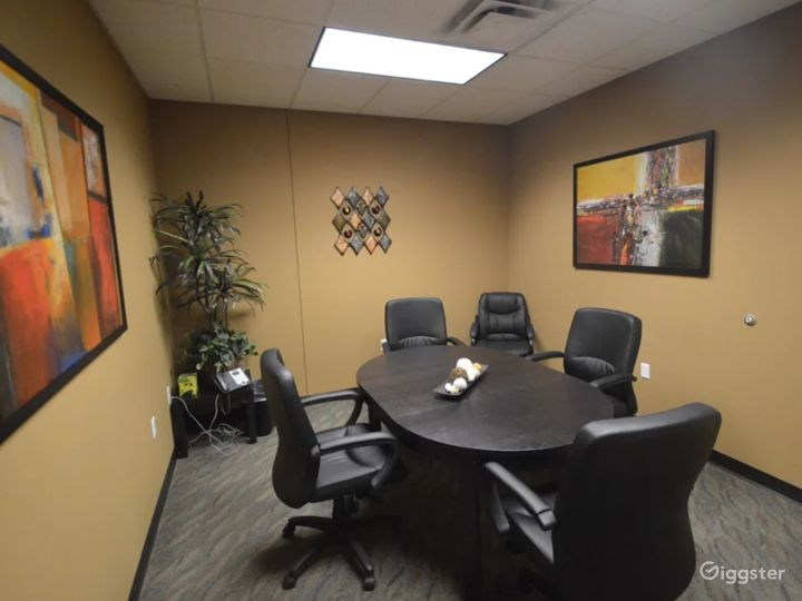 Cozy 4-6 Person Conference Room In The Heart of Chandler Photo 2