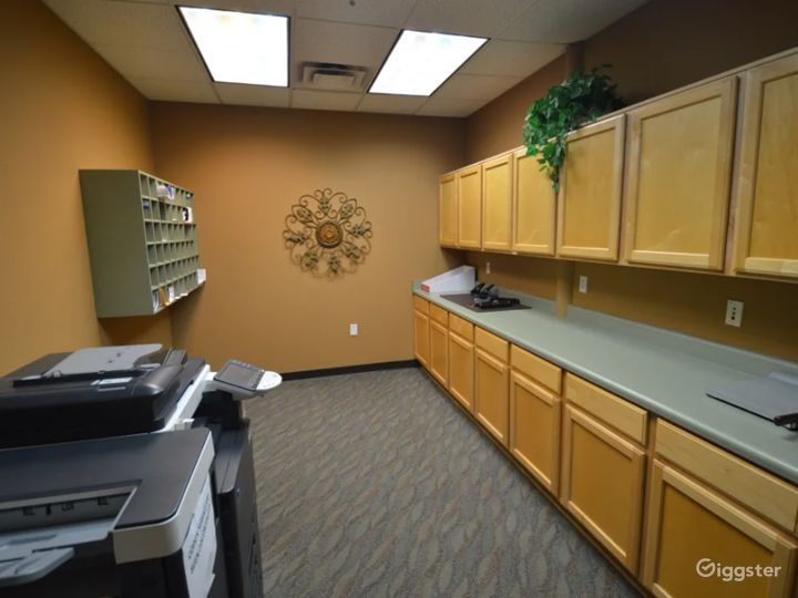 Cozy 4-6 Person Conference Room In The Heart of Chandler Photo 5