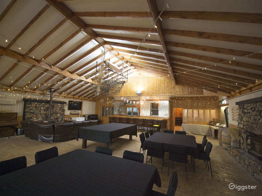 Indoor Large Function Room for Events Photo 1
