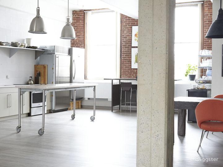 Full Kitchen with moveable work tables to accommodate your project.
