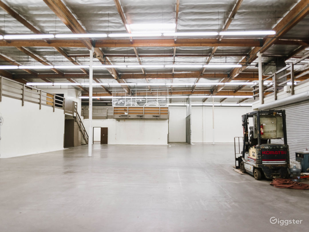 MASSIVE RAW INDUSTRIAL WAREHOUSE DTLA Photo 1