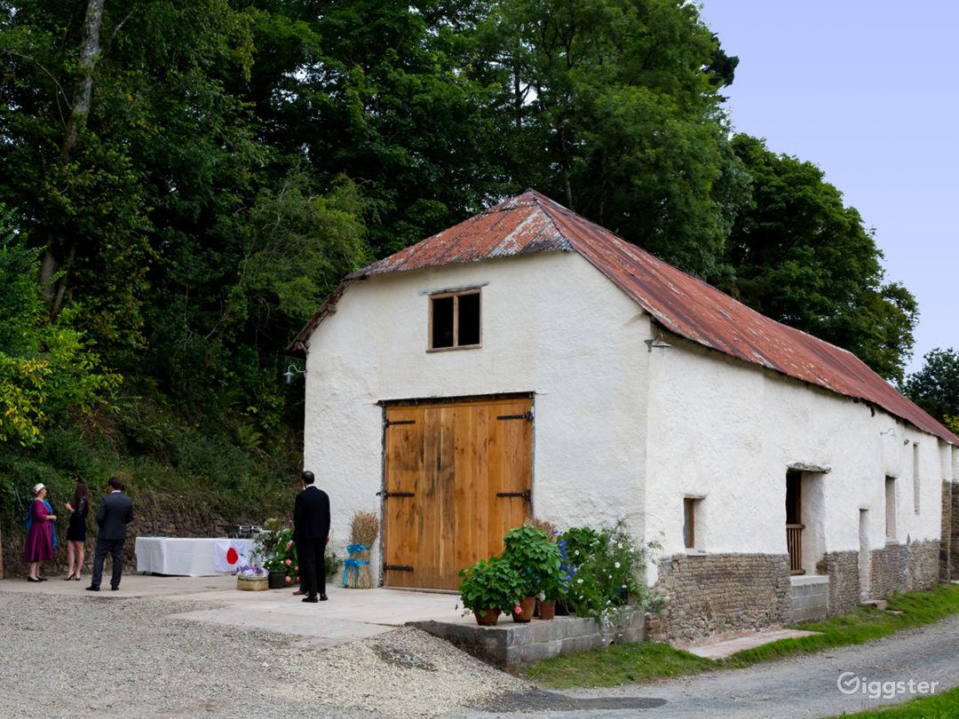Beautiful Rustic Barn Wedding Venue in North Tawton Photo 1