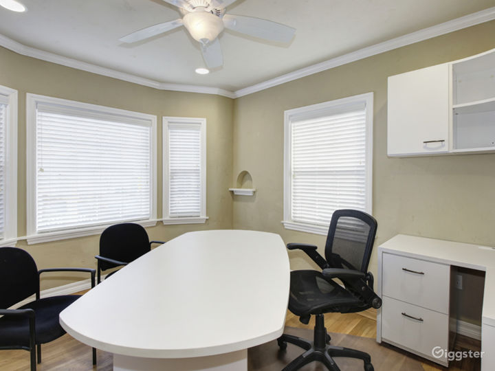Great Office for Your Meetings - Virtual Office (V-Office Plan) Photo 4