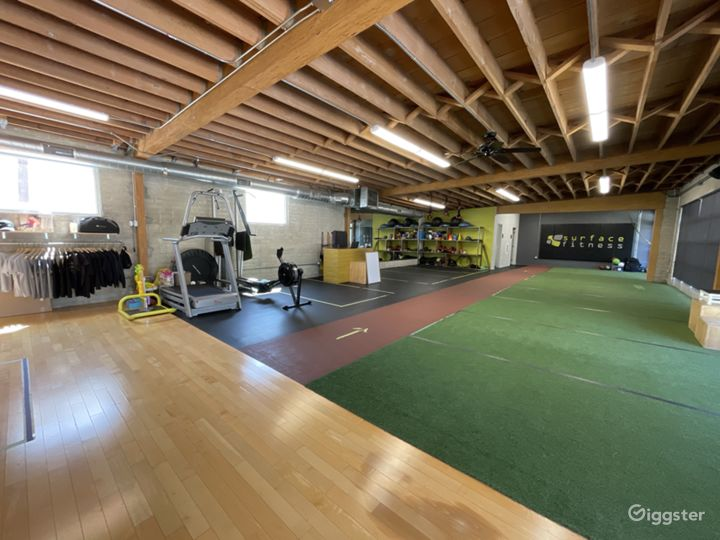 Large Fitness Studio Space with Private Parking  Photo 2
