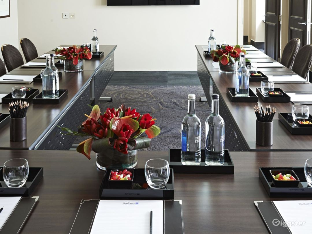 Private Room 5 for up to 30 guests in Cromwell Road, London Photo 1