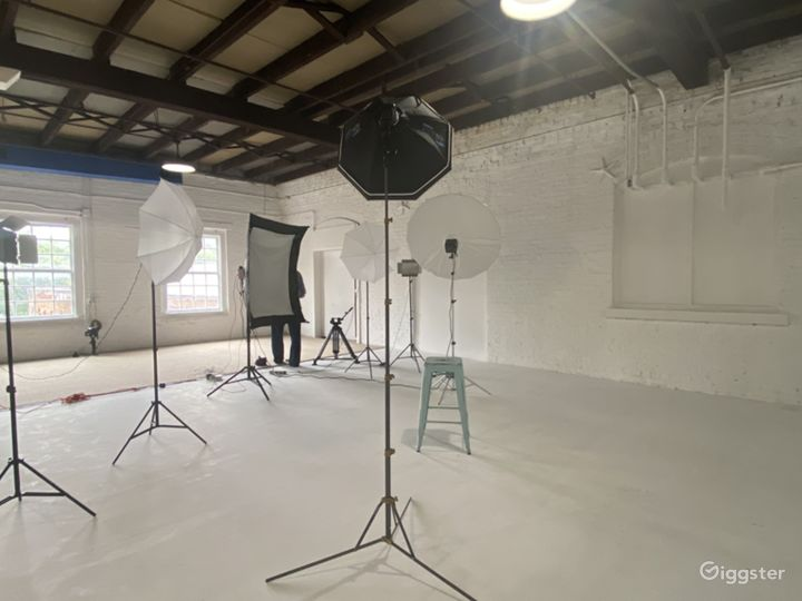 Natural light, Exposed white brick, Rustic  vibes Photo 2