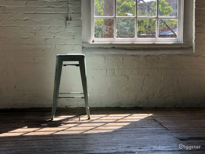 Natural light, Exposed white brick, Rustic  vibes Photo 4
