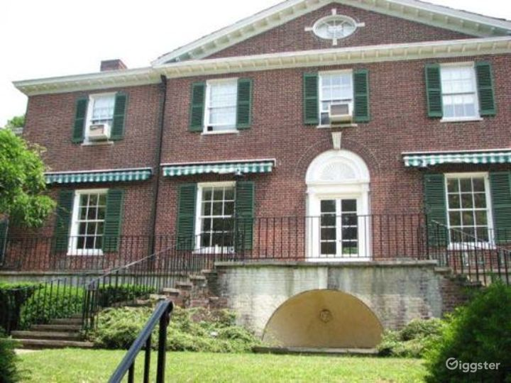 Mansion with grounds: Location 1740