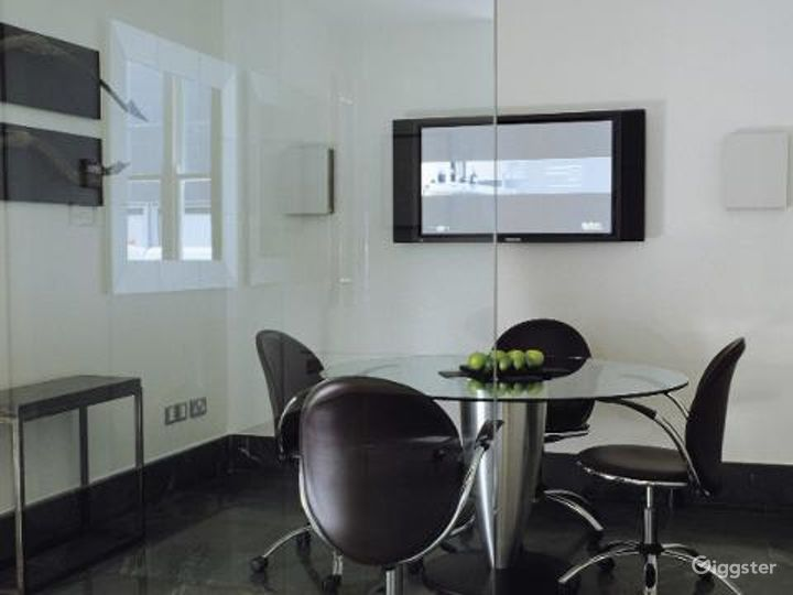 Simple Private Room in Granville Place, London Photo 2