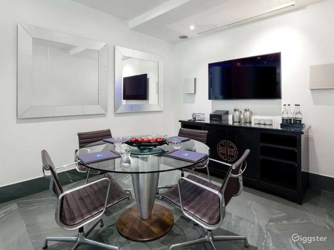Simple Private Room in Granville Place, London Photo 1