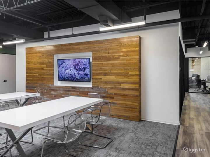 Semi-private Modern Space for Meetings in Houston Photo 5