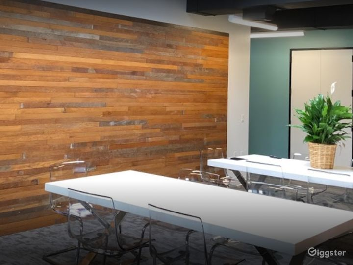 Semi-private Modern Space for Meetings in Houston Photo 3