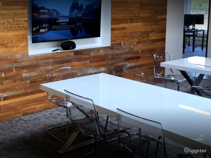 Semi-private Modern Space for Meetings in Houston Photo 4