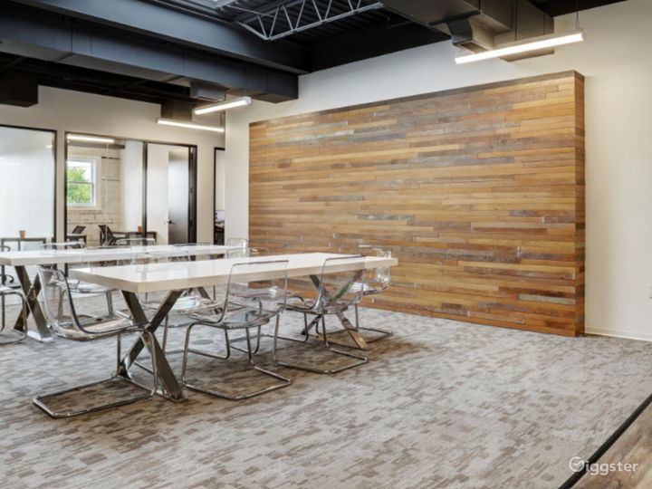 Semi-private Modern Space for Meetings in Houston Photo 2
