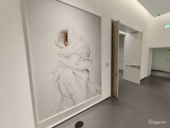 Elegant Gallery One Photo 3