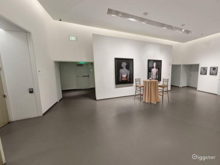 Elegant Gallery One Photo 4