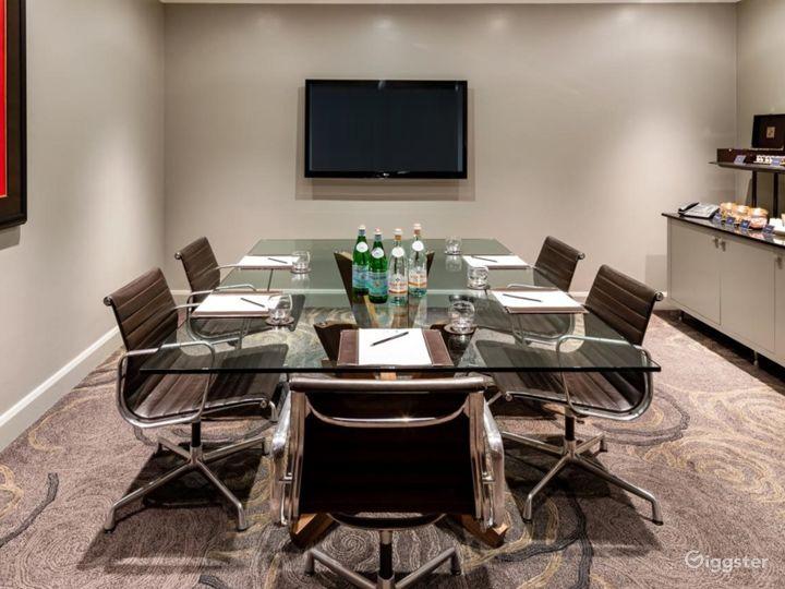 Intimate Meeting Room in Tottenham Court Road, London Photo 2